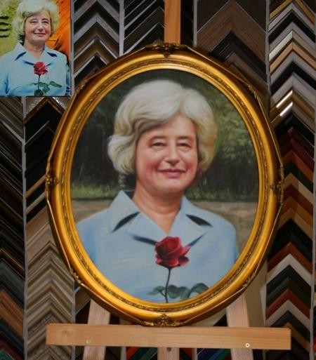 c6098dad9 ... fotografie velký obraz Portrét zarámovaný do oválného rámu ...